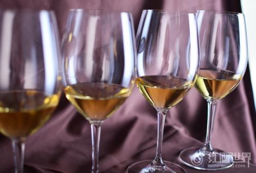 三文鱼配葡萄酒,没有更美味的了