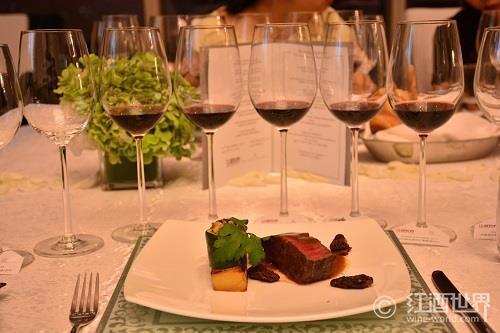 如何为黑皮诺葡萄酒搭配美食?