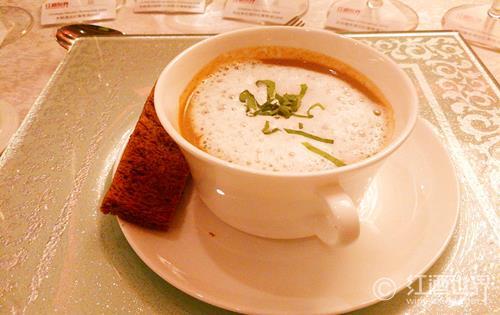 餐汤配美酒,暖胃又可口