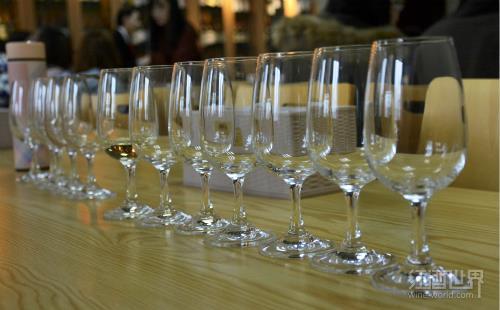 如何选择合适的酒杯