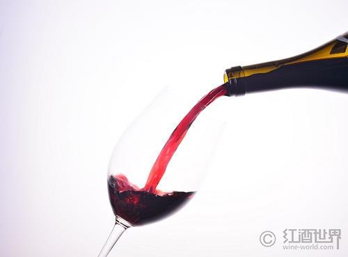 """""""盛放""""在葡萄酒中的紫罗兰"""