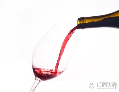 為什么有的人會喝酒臉紅?