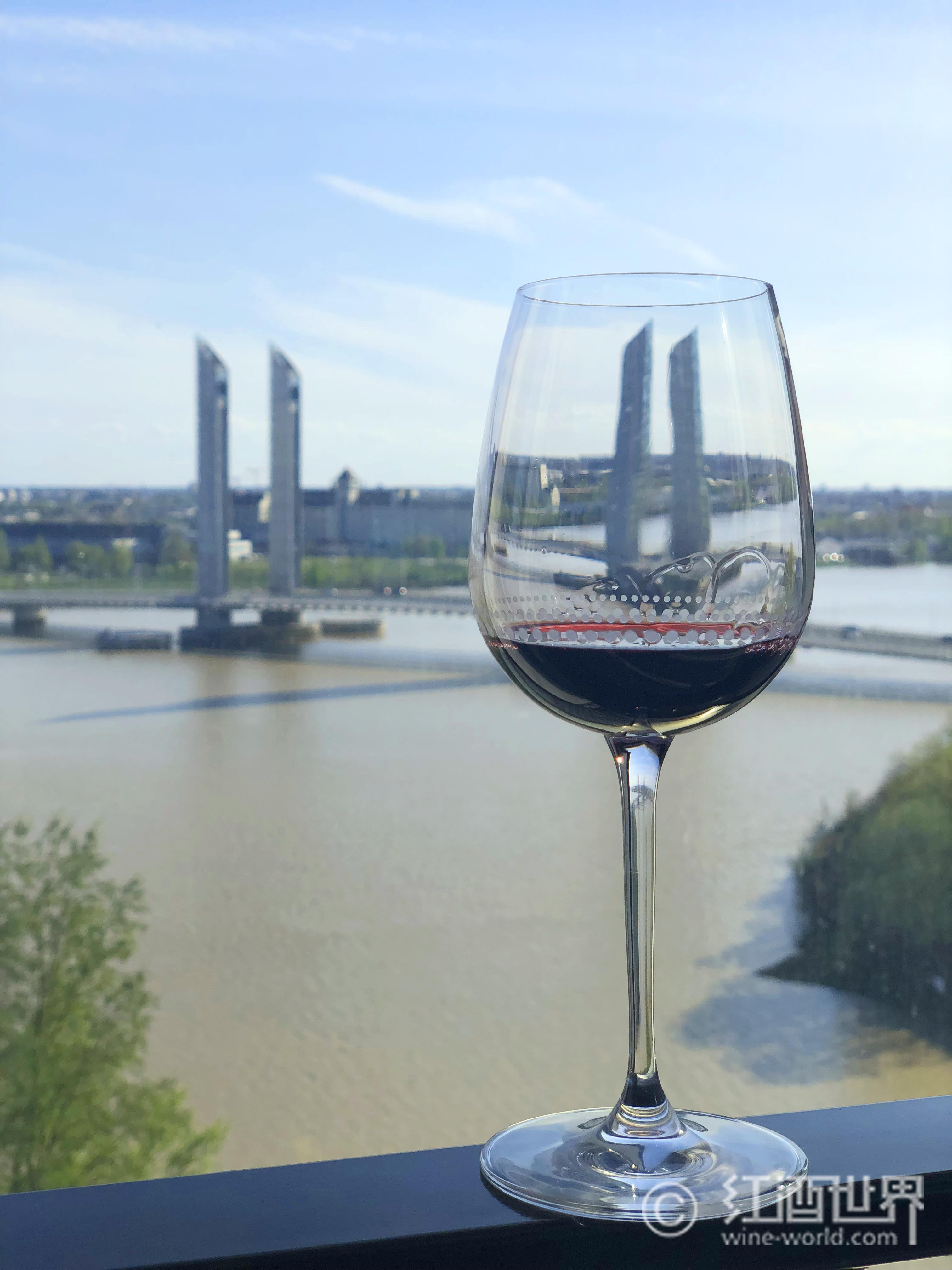寻觅葡萄酒中的香草气息