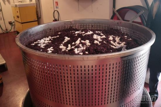 解密葡萄酒的酿造过程