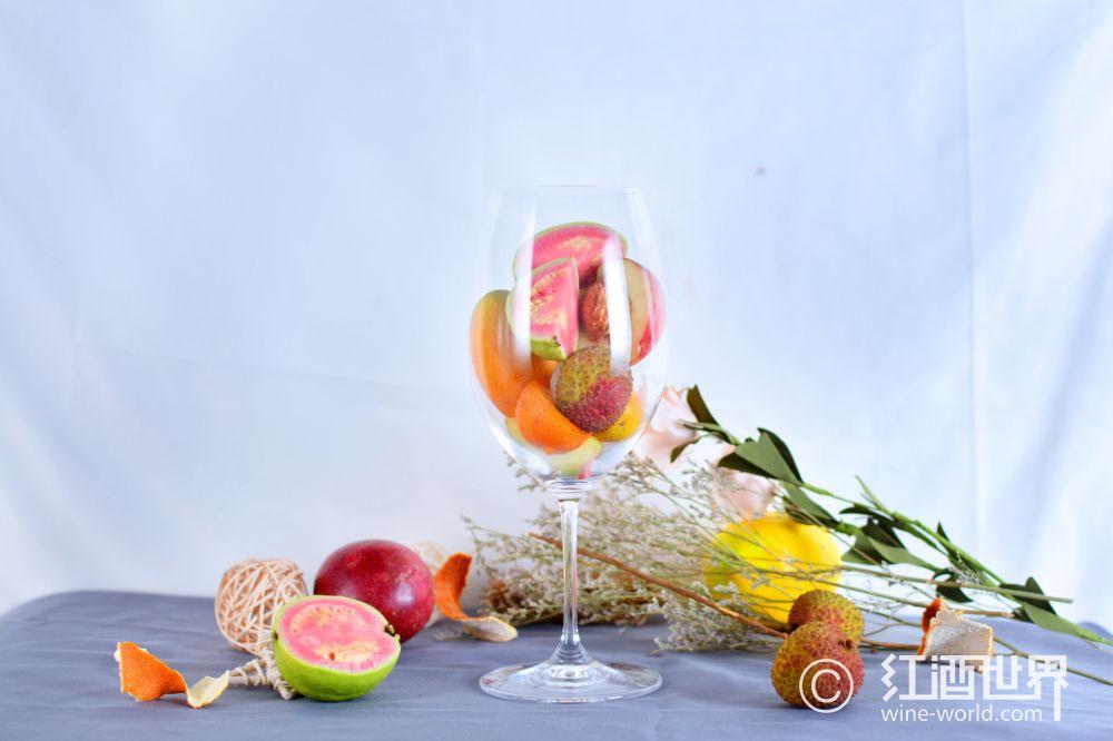 闻香识酒:常见葡萄品种的香气类型