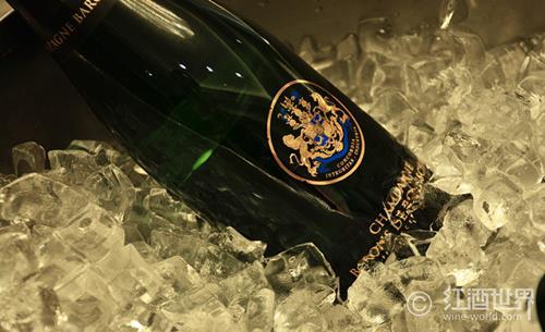 品鑒香檳最佳酒杯——郁金香杯