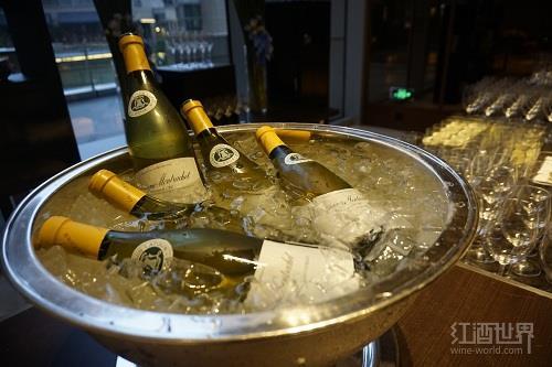 除了加冰块,还有什么冰镇葡萄酒的好方法?
