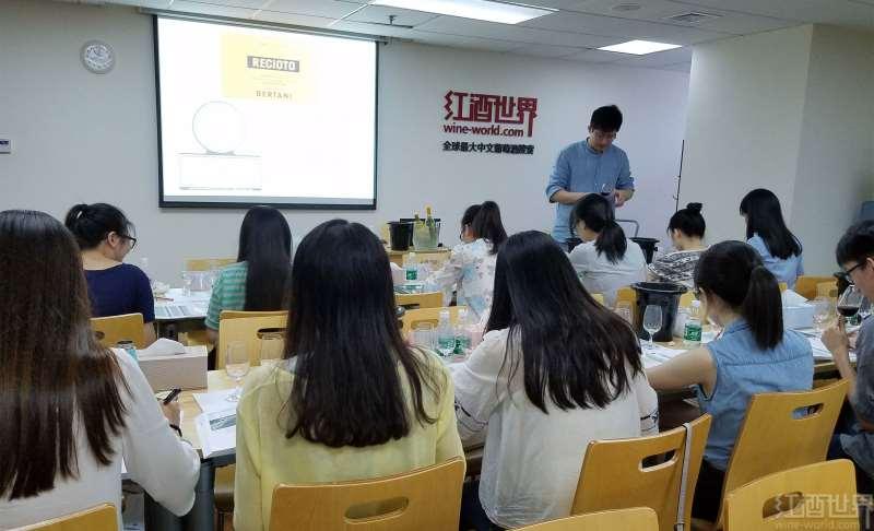 李晨光老师应邀到红酒世界讲授WSET三级葡萄酒课程