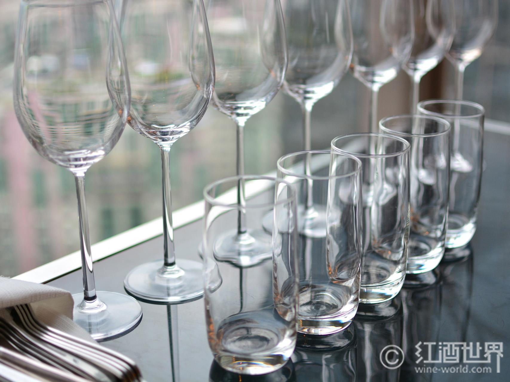 教你如何正确清洗酒杯