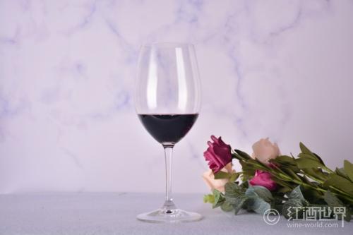 意大利也有风格轻盈的红葡萄品种