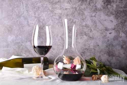 如何解读葡萄酒的挂杯现象?