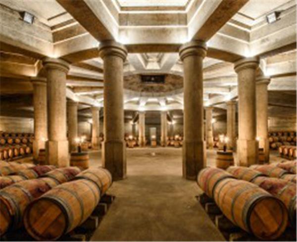 拉菲古堡酒窖