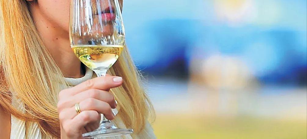 2018骑士白:杰布·丹那克盛赞的2018最出色白葡萄酒之一