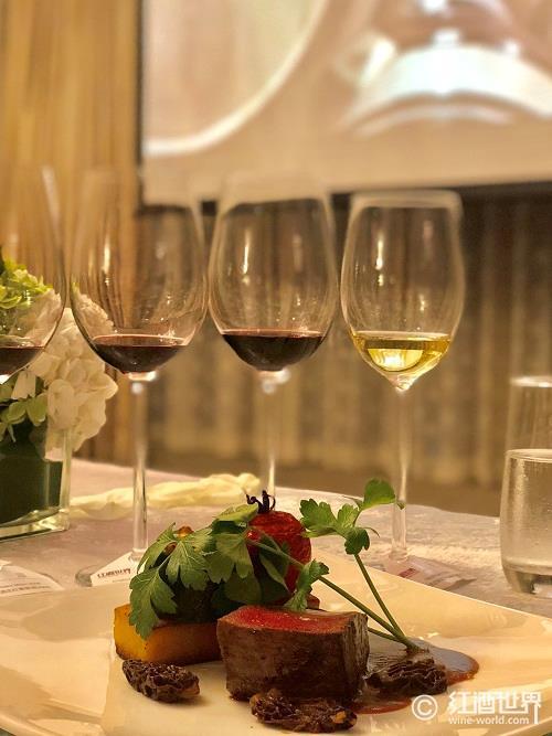 这个圣诞,白葡萄酒比红葡萄酒更受欢迎?
