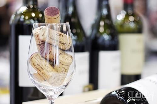 受木塞污染的葡萄酒中真的有湿蘑菇味?