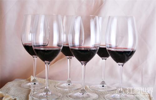 瓶装葡萄酒喝多了,试一下盒装葡萄酒!