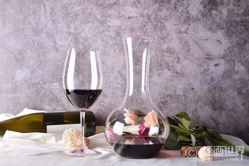 香槟领跑高端葡萄酒市场