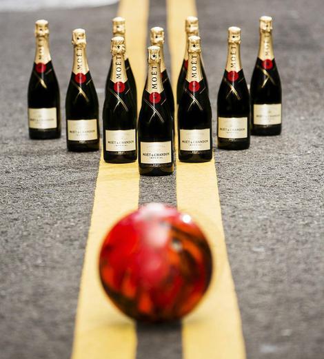热火卫冕NBA总冠军 开酩悦香槟狂欢