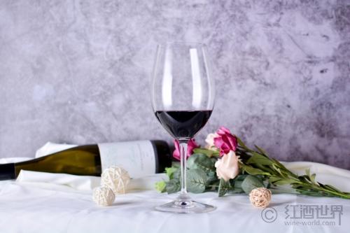 与绅士面对面,教你如何餐厅点酒