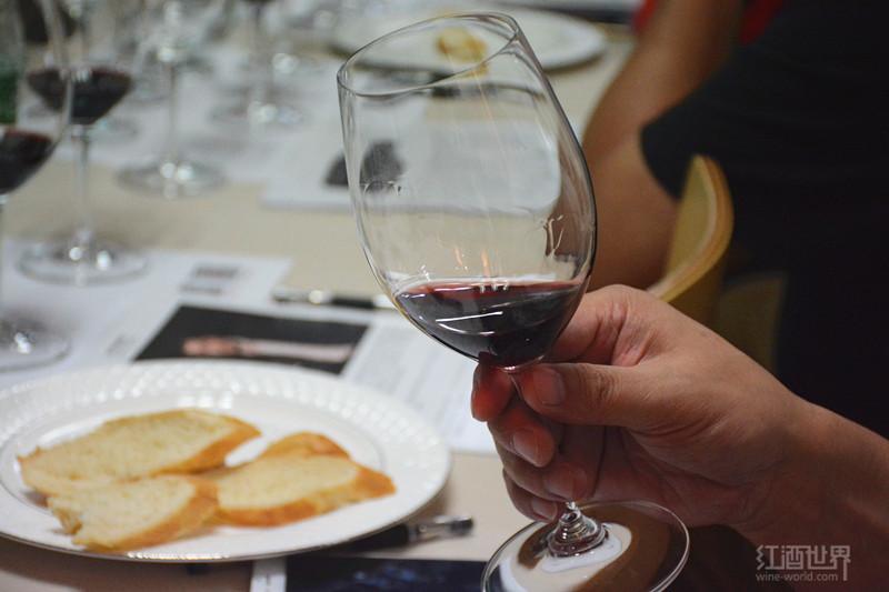 葡萄酒怎么品?