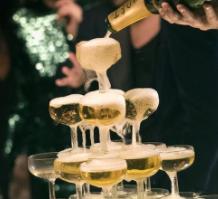 婚姻殿堂里的香槟塔