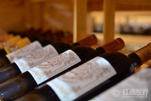 儲藏紅葡萄酒,水平放置還是垂直放置?