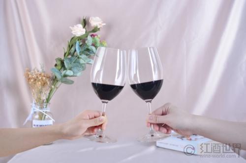 喝葡萄酒千万不能干这些事
