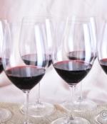 在葡萄酒品鉴中,嗅觉和味觉哪一个更重要?