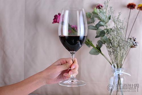 """正确认识葡萄酒的""""挂杯"""""""