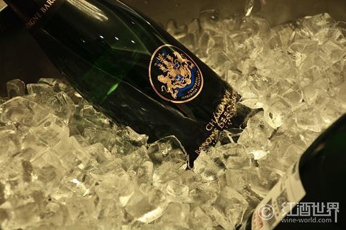 起泡酒市场回暖,英国进口商加码香槟