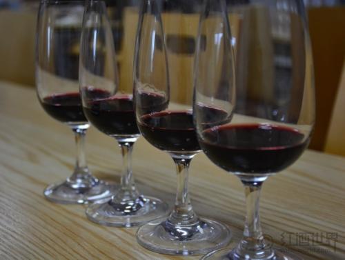 杯酒健康:葡萄酒杯里喝出来的健康