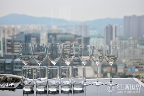 中国第一家葡萄酒商协会成立