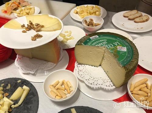 """葡萄酒与奶酪为何是""""天作之合""""?"""