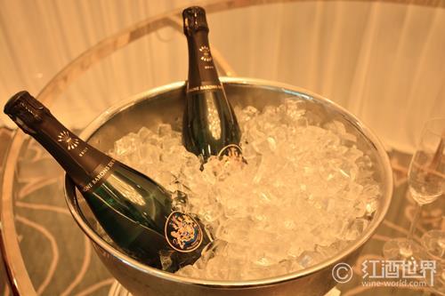香槟向左,普洛赛克向右