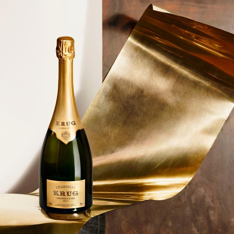 库克香槟将告别长笛型杯时代,推出新的香槟杯