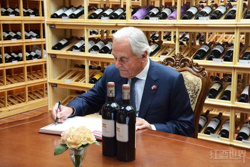 波尔多四大列级庄庄主贝尔纳·马格雷到访红酒世界